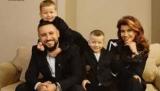 Монатик с семьей украсил обложку модного глянца